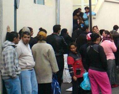 România, ţara în care asistaţii social trăiesc ca-n rai. Angajaţii unei primării...