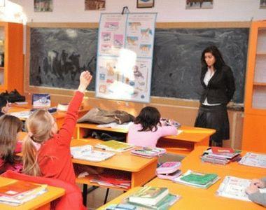 Şcoală cu buget redus. Educaţia mai primeşte un şut de la guvernanţi. Toată lumea o să...