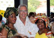 Andrei Zaharescu se distrează de minune în Africa de Sud! Consulul României la Cape Town a fost cu iubita sa la o petrecere dedicată diplomaţilor!