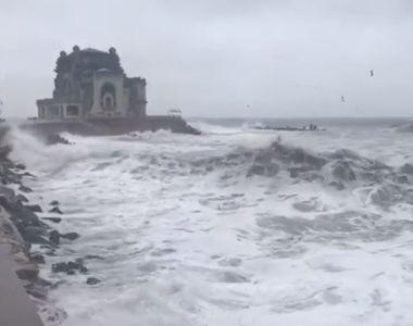 Vremea rea a închis porturile! Valurile Mării Negre au atins chiar şi 8 metri