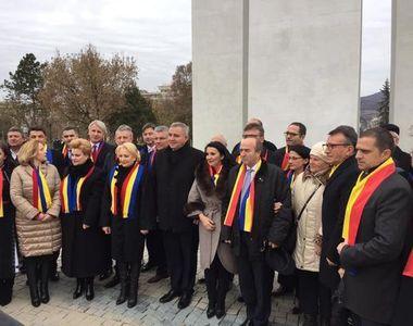 """Guvernul Dăncilă, primit la Alba Iulia cu ostilitate! """"Nenorociţilor, să vă fie..."""