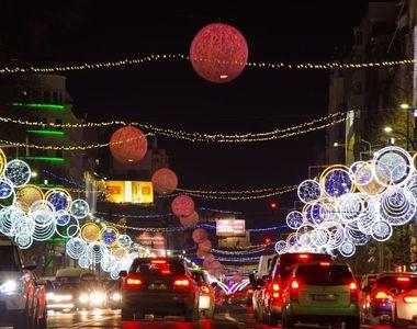Capitala arată ca-n poveşti. S-au aprins luminiţele de Crăciun. Iată cum arată