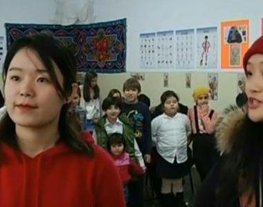 Două tinere din China s-au mutat la Constanţa pentru a-i învăţa pe elevi mandarina!...