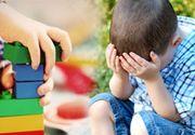 Scandal într-o grădiniţă din Vrancea! Educatoare, acuzată de părinţii unui copil de 3 ani că l-ar fi strâns de gât şi l-ar fi tras de organele genitale