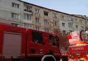 Tentativă de suicid, urmată de EXPLOZIE într-un apartament din Bistriţa. Trei persoane, printre care şi un pompier, au fost rănite