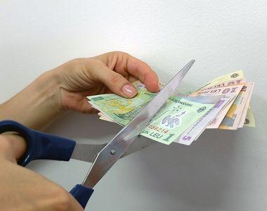 Cadou de sărbători de la Guvern: pensii şi salarii tăiate. Cu cât se vor micşora şi...