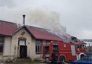Clipe de groază la un liceu din Craiova! Peste 50 de elevi au fost evacuaţi, după ce a izbucnit un incendiu la acoperiş