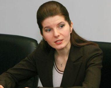 Sotul Monicai Iacob Ridzi s-a dus la vot cu copiii! A fost reales primar in Petrosani,...