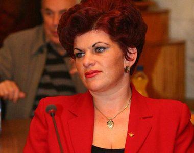 Circ la alegerile dintr-o comuna clujeana! Primarita PSD a dansat pe manele la poarta...