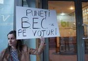 """Cateva sute de persoane s-au adunat in Piata Universitatii din Capitala pentru a cere renumararea voturilor de la Sectorul 1. Clotilde Armand, printre protestari: """"Incercam sa lucram pentru viitor"""""""