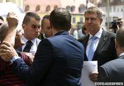 Incident la Sibiu, azi dimineata, in timpul vizitei lui Iohannis! Barbatul care l-a stropit cu cerneala pe Emil Constantinescu, l-a atacat pe presedinte