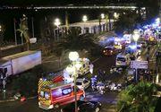 O filmare arata cum un motociclist a incercat sa OPREASCA tirul ucigas din Nisa. Peste 10 copilasi au murit in atentat