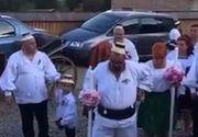 Piedone a fost nas la o nunta din Oas! Fostul primar si sotia sa s-au imbracat in porturi traditionale