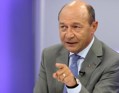 Traian Basescu se implica in disputa legata de majorarile salariale din educatie si...