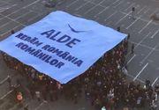 A inceput campania electorala. ALDE a inaugurat startul cu un flashmob. Tariceanu a venit cu rulota in Piata Revolutiei