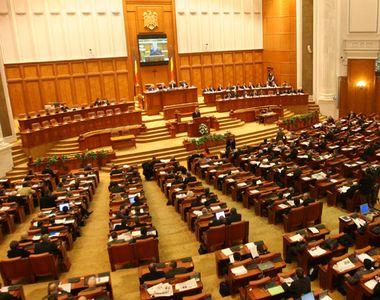 Noul Parlament se intruneste marti. Leon Danaila (83 ani) si Miron Ignat (75 ani),...