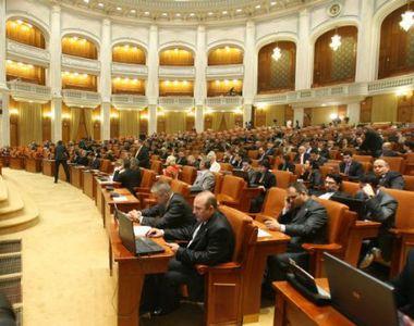 Salariile demnitarilor scad in urma eliminarii plafonarii CAS si CASS. Klaus Iohannis...