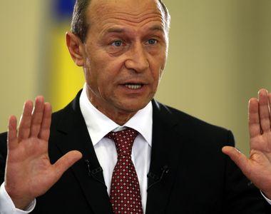 """Basescu: """"Asa niste prostalai inca nu am vazut. Niste gainari cu procente mari!..."""