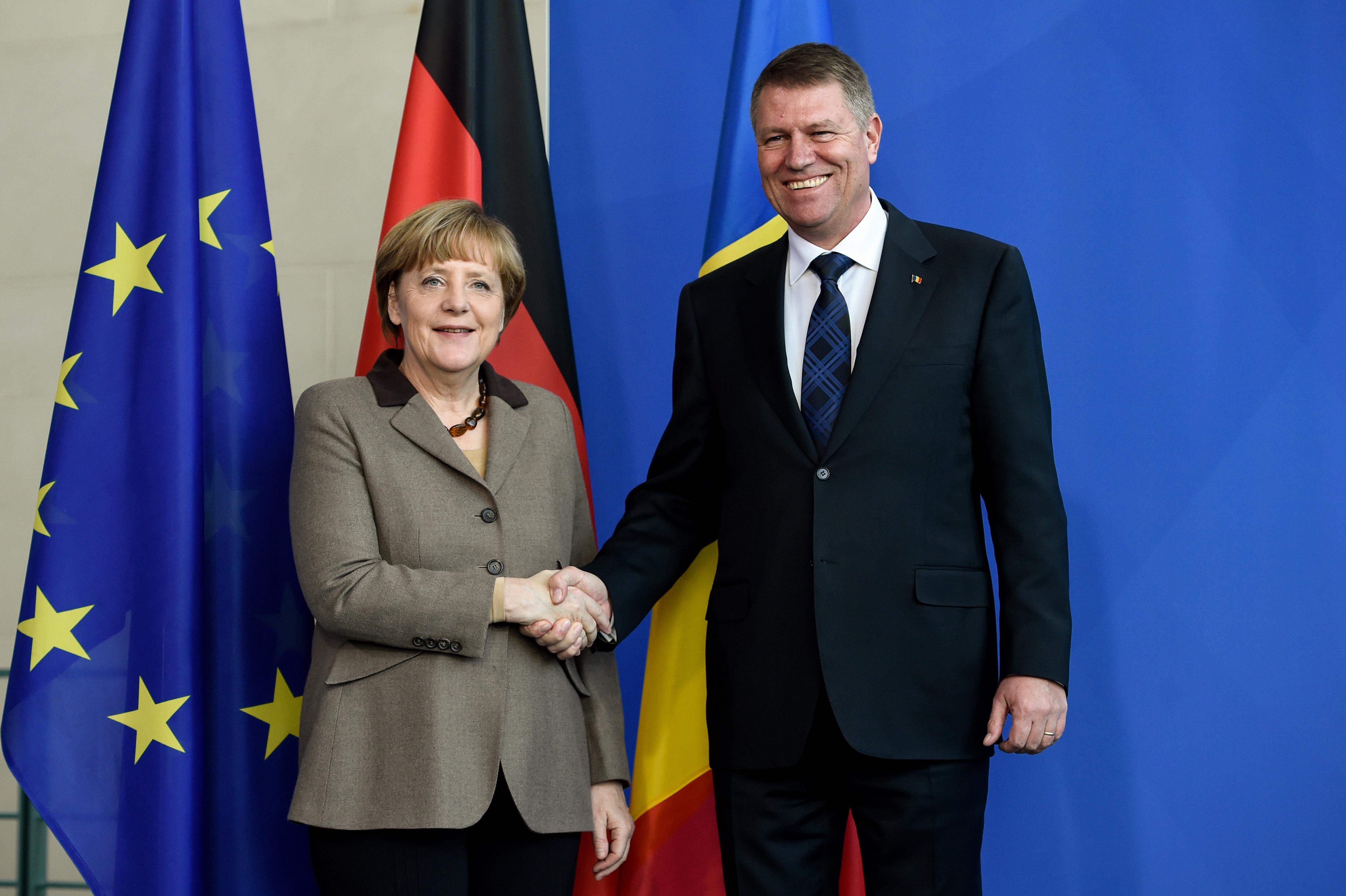 Angela Merkel l-a asigurat pe Iohannis de sprijin in continuarea luptei  anticoruprie - Stirile Kanal D
