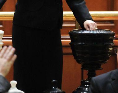 Motiunea de cenzura este citita in plenul Parlamentului, luni, de la ora 12.00