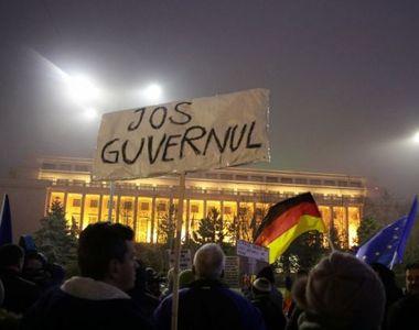 """O saptea zi de protest. Peste 25.000 de persoane au strigat in Piata Victoriei """"Zi..."""