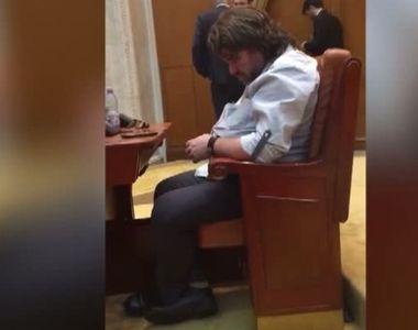 """Senatorul USR, Mihai Gotiu, dupa ce a fost filmat dormind in Parlament: """"Am decis..."""