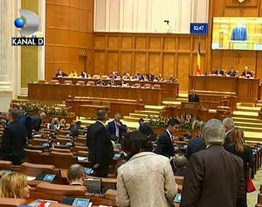 Scandal pe motiunea de cenzura impotriva guvernului, depusa astazi, in Plen, de...