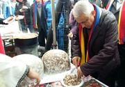 """Daea a mancat virsli si mici la Alba Iulia, la un eveniment organizat in cadrul campaniei """"Alege oaia!"""""""