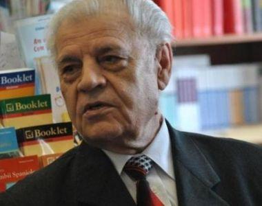 Dizidentul Dumitru Mazilu a implinit 83 de ani si este profesor la o universitate...