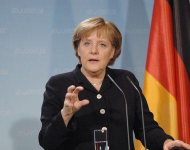 Merkel a condamnat saluturile naziste si atacurile xenofobe ale extremistilor de dreapta