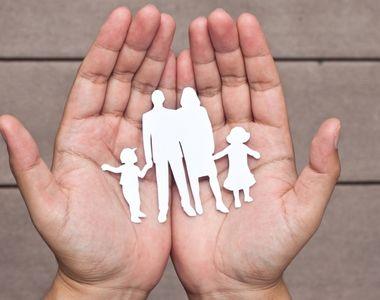 Teoriile parlamentarilor care sustin referendumul pentru redefinirea familiei si...
