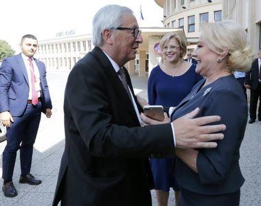 Premierul Dancila s-a intalnit la aeroport cu presedintele Comisiei Europene, Jean...