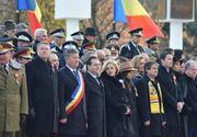 Cine au fost femeile care au stat lângă Klaus Iohannis la parada de la Alba Iulia