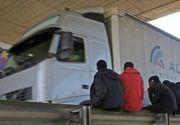 Soferi romani de camioane, atacati cu pietre in Franta