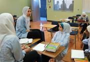 Copiii musulmani care refuza sa dea mana cu profesorii lor vor fi amendati cu 5.000 de dolari. In ce tara a fost luata aceasta decizie