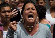 "Protest extrem in Venezuela. Sute de oameni disperati striga ""Vrem mancare"" in fata palatului prezidential"