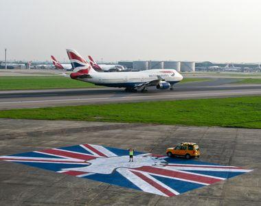 Avion, evacuat de urgenţă pe aeroportul Heathrow din Londra! Toboganele de urgenţă au...