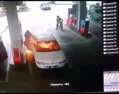 Explozie la o benzinarie din Malaezia. Un baiat de 7 ani a aprins o bricheta. Imagini...