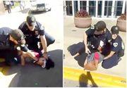 O intregistrare socanta arata doi politisti lovind cu bestialitate o adolescenta. Fata de 18 ani striga dupa ajutor, insa agentii o lovesc cu picioarele si o tin la pamant
