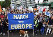 """Mii de oameni au iesit in centrul Londrei pentru a cere anularea Brexitului. Britanicii scandeaza """"Noi iubim UE"""""""