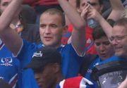 Tipul din imagine este presedintele Islandei. A refuzat un loc VIP la meciul cu Franta pentru a se bucura din tribune, alaturi de compatriotii lui