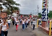 Venezuela: 500 de femei au infruntat militarii Garzii Nationale pentru a-si putea hrani copiii
