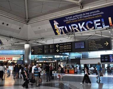 Roman, aflat pe aeroport in Turcia: Toata lumea citeste pe telefon stirea despre...