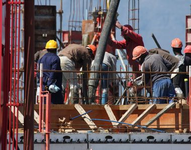 Muncitorii sunt drogati si obligati sa munceasca pana la epuizare pentru a termina...