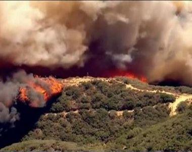 California, cuprinsa de flacari! Peste 80 de mii de oameni au fost evacuati de urgenta...