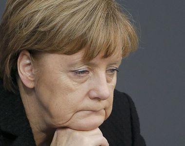 Un bărbat a încercat să împiedice trecerea coloanei lui Merkel de la aeroportul din...
