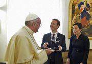 Papa Francisc face istorie. S-a intalnit cu seful Facebook. Mark Zuckerberg i-a aratat solutia sa pentru internet in zone izolate