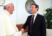 """Mark Zuckerberg l-a pus la curent pe Papa Francisc cu ultimele tehnologii Facebook. """"""""Împreună au vorbit despre cum să folosească tehnologia pentru a atenua sărăcia"""""""