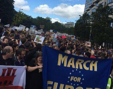 Mii de persoane au manifestat la Londra, Edinburgh, Birmingham, Oxford, Cambridge şi...