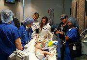 Gemenii lipiti in zona capului au trecut cu bine peste operatia de separare, insa viitorul unuia dintre ei e nesigur. Medicul a fost la un pas de a se opri la jumatatea interventiei